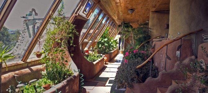 arquitectura-ecologica-earthship-invernadero-interior