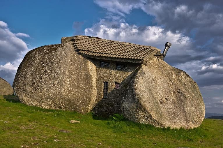 casas-sostenibles-curiosa-piedra