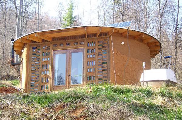 casas-sacos-arena-cubierta-madera