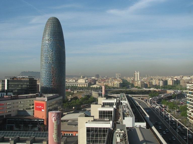 edificio-enfermo-barcelona-torre-agbar