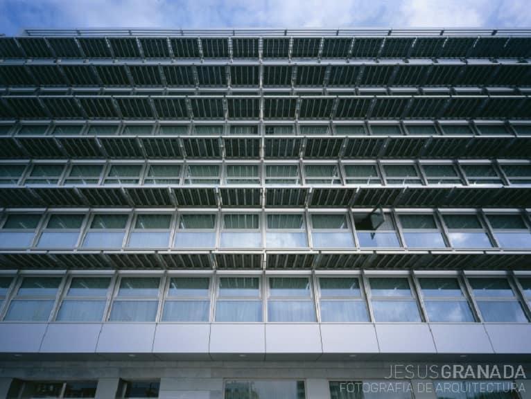 Paneles_fotovoltaicos-fachada-marquesinas