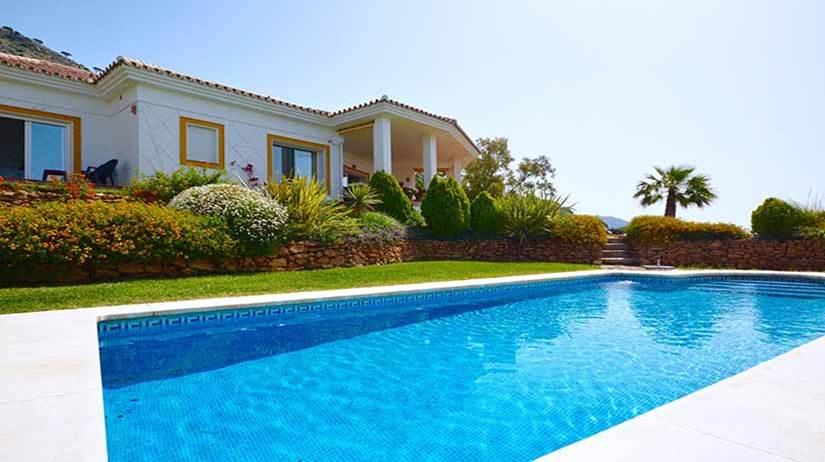 jardin-cesped-artificial-piscina-ventajas