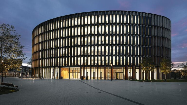 edificios-generan-energia-positiva-zumtobel-ayuntamiento-friburgo