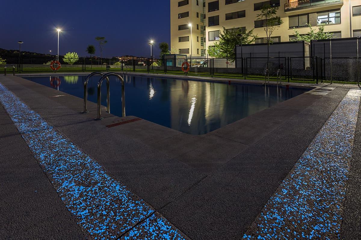pavimento-piscina-cemento-fosforescente