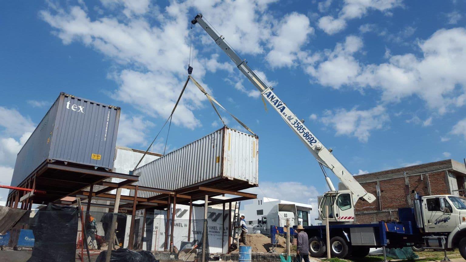 casa-container-construccion-grua