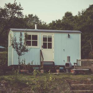 casa-prefabricada-azul-pequeña