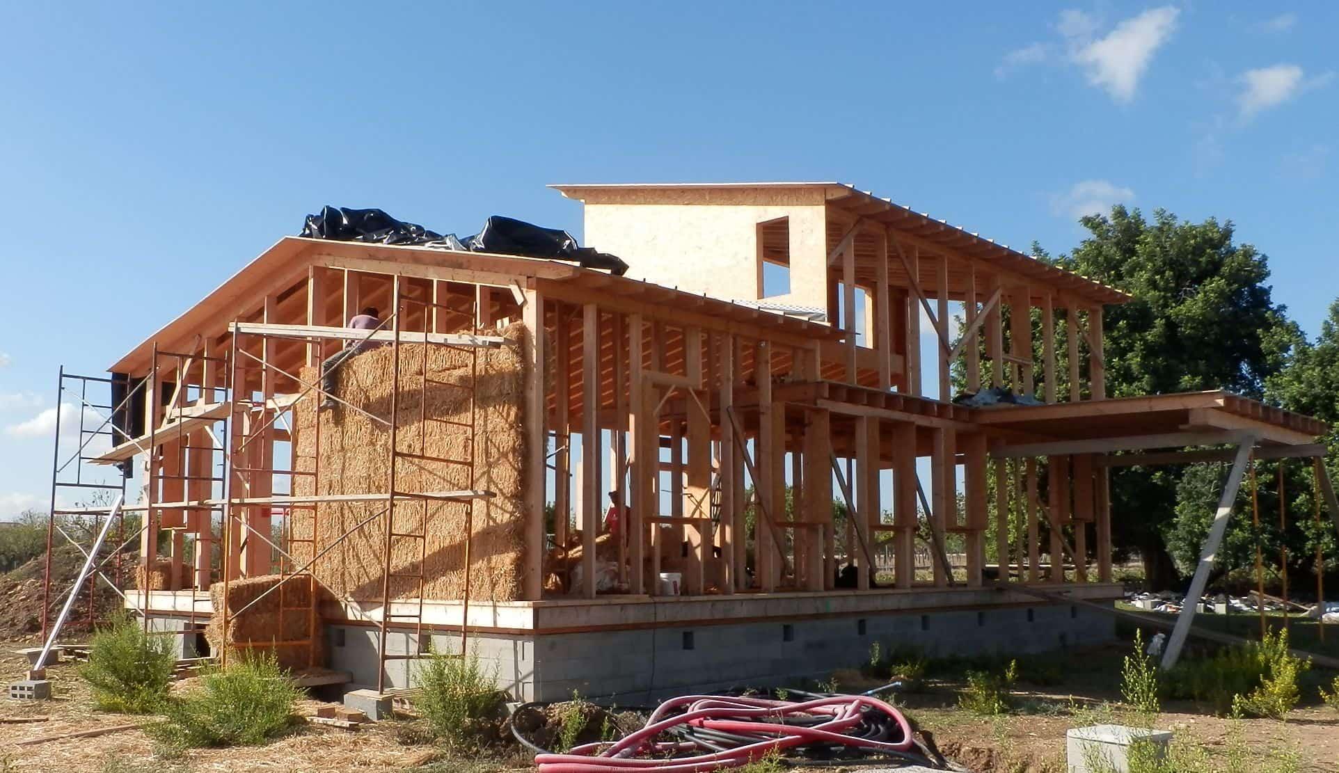 estructura-madera-casa-paja