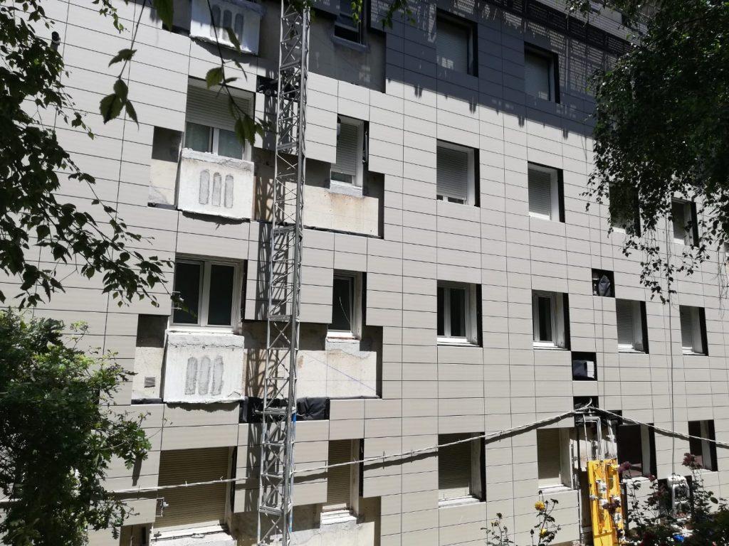 rehabilitacion-fachada-edificio-blanco